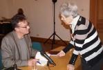 """Alexander Suckel signiert sein Buch """"Inquietudo"""" beim Hoyerswerdaer Kunstverin"""