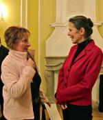Sigrid Schickedanz l. im Gespräch mit Karin Großmann