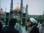 Schrein der Fatima Masuma in Isfahan. Frauen müssen beim Besuch der Mosche, auch als Touristen, vollkommen bedeckt gekleidet sein.