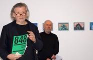 Michael Kruschka, links, eröffnet die Ausstellung. Im Hintergrund der Laudator, Jörg Sperling