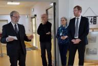 Laudator Martin Schmidt, links, und Jörg Scharfenberg, rechts zur Vernissage von Prof. Hänsch
