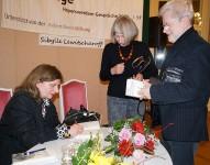 """Der Roman """"Apostoloff"""" von Sibylle Lewitscharoff findet reichlich Zuspruch bei den Hörern."""