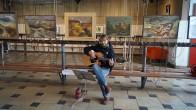 Christian Völker-Kieschnik singt Lieder von Gerhard Gundermann vor den Bildern von Bernd Gork, Senftenberg