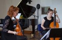 Alma-Elisabeth Stoye und Marie-Alice Stoye,Dresden, Gambenduo O'Caix (von links)