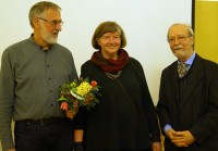 Erich Busse, links, mit seiner Frau und Martin Schmidt, dem Kunstvereinsvorsitzenden