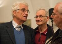 """Manfred Pilz, links, während seines Vortrags """"60 Jahre Neustadt Hoyerswerda"""" zu Gast beim Hoyerswerdaer Kunstverein 2016"""