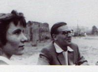 """Brigitte Reimann und Wolfgang Schreyer in den 50er Jahren mit den Magdeburger Autoren. W. Schreyer: """"Von ihr gingen Schwingungen aus, ein Gespür für die Verheißung des Lebens""""."""
