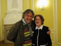 Irmgard Weinhofen mit Thomas Reimann, dem Künstler, der die Skulptur für Brigitte Reimann im Hoyerswerdaer Stadtpark schuf.