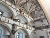 Die Schlosskapelle in Torgau ist die erste Kirche, die als evangelischer Gottesraum erbaut wurde. Martin Luther hielt auf dieser Kanzel die Predigt zur Einweihung, einer Predigt, die zum Dialog zwischen Mensch und Gott ermunterte.