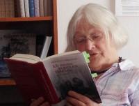 Helene Schmidt liest aus dem Briefwechsel zwischen Brigitte Reimann und Wolfgang Schreyer. Verblüffende Weisheiten und (Selbst-)Erkenntnissen, die klangen, als seien sie soeben fürs Heute geschrieben worden und nicht vor einem halben Jahrhundert.