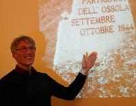Mirko Schwanitz bei seinem Vortrag über die vergessene Partisanenrepublik Ossala