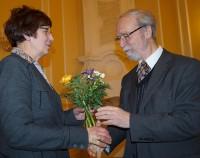 Ursula Philipp bedankt sich bei Martin Schmidt für ein leidenschaftliches Plädoyer zur Kunstlandschaft Hoyerswerda