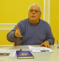 Dr. Wolfgang Wessig bei einer Lesung zu Piotr Pazinski beim Hoyerswerdaer Kunstverein im November 2015