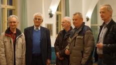 Ehemalige Mitarbeiter beim Aufbau von Hoyerswerda-Neustadt. V. l. Dr. Peter Wehle, Manfred Pilz, Peter Biernath, Reinhardt Schneider, Jürgen Lienig.