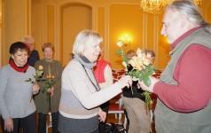 Blumen für Uwe Jordan zur 25. Lesung beim Hoyerswerdaer Kunstverein im Januar 2017