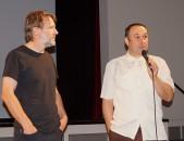 Regisseur Bernhard Sallmann, rechts, und Filmtechniker der Kulturfabrik Hoyerswerda, Karsten Held