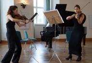 Ronja Sophie Putz und Lea Preiß., v. l.