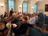 Prof. Peter Stosiek beantwortet die Fragen der Zuhörer.