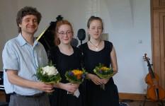 FP Kram mit dem Gambenduo Alma-Elisabeth und Marie-Alice Stoye im Jahr 2017 in Hoyerswerda